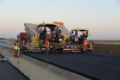 Porţiunea dintre Borş – Biharia a Autostrăzii Transilvania, plătită din fonduri UE: Ministerul Transporturilor a trimis contractul la Bruxelles pentru semnare