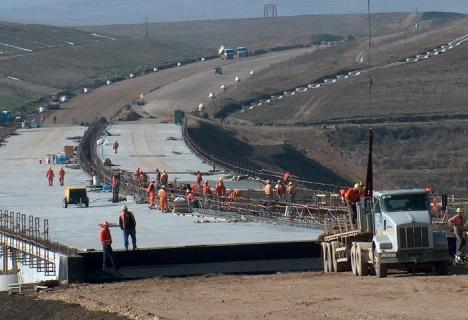 În 9 ani, românii au plătit către Bechtel 1,6 miliarde de euro pentru 52 de kilometri de autostradă