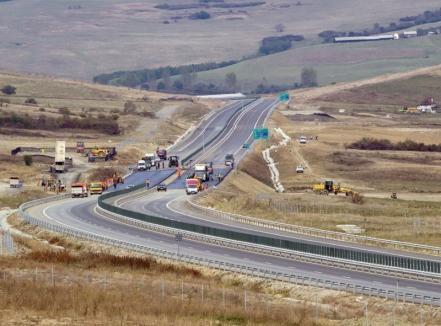 """CNAIR se laudă că """"încă 3 secţiuni din Autostrada Transilvania intră în linie dreaptă"""". De fapt, sunt subsecţiuni şi doar una 'atinge' Bihorul"""