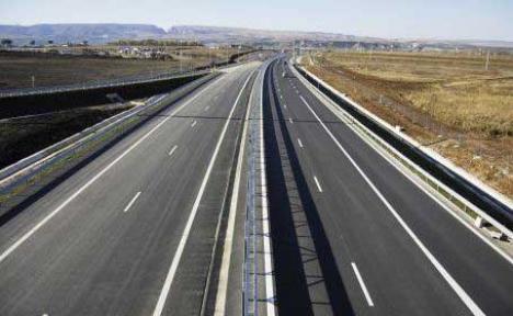 Bechtel dă afară 800 de oameni, pentru că Guvernul n-a plătit pentru Autostrada Transilvania
