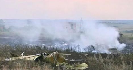 Rebelii au folosit cardurile de credit şi telefoanele victimelor avionului doborât în Ucraina
