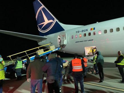 Al doilea avion Boeing încărcat cu materiale sanitare a aterizat la Oradea(FOTO / VIDEO)