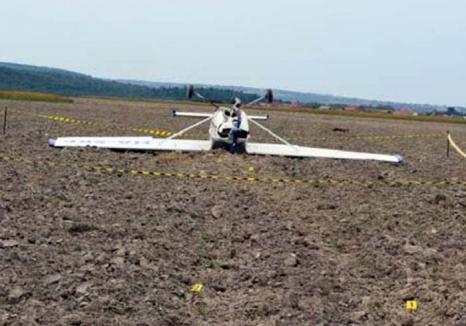 Un avion din Ungaria a căzut 'în cap' pe un câmp din Bihor. Ce spun rezultatele anchetei?