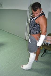 Scandal cu interlopi la Hanul Pescarilor: Doi clienţi au ajuns în spital, unul dintre ei înjunghiat! (FOTO)