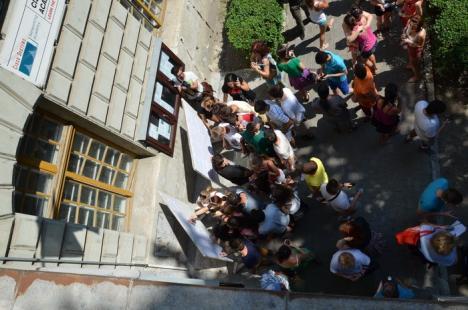 63,21% dintre elevii bihoreni au luat Bac-ul. O singură elevă are 10 pe linie (FOTO)