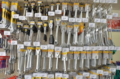 """Arabesque relansează magazinul din Oradea, cu """"preţuri indecente"""" pentru toţi bihorenii (FOTO)"""