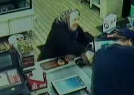 Spaima hoţului: băbuţa luptătoare (VIDEO)