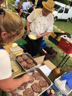 """Festival de viță nobilă la Diosig: Peste 2.000 de persoane au degustat vinuri și produse tradiționale la Festivalul """"Bakator"""" din Diosig (FOTO)"""