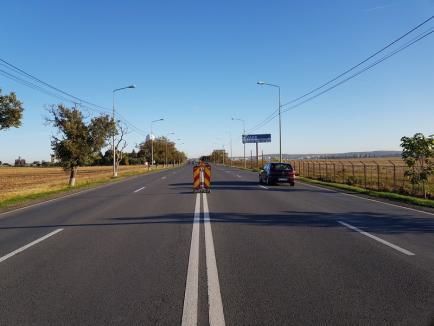 Noutate pe DN 79, de la ERA Park Oradea până la Aeroport: Drumarii au amplasat balize şi vor monta separatoare de sens din beton (FOTO)