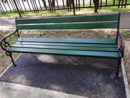 Poftiţi la odihnă: Primăria a pus bănci noi în zonele verzi din Oradea