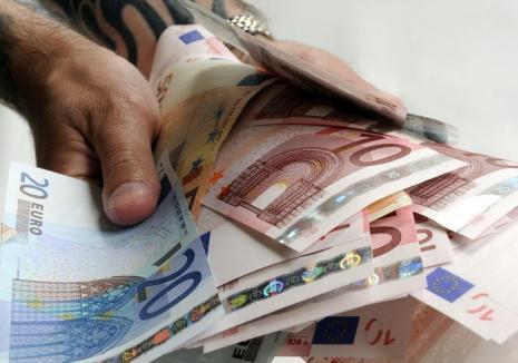 România, tot mai împovărată: Guvernul pregătește împrumuturi externe de 8 miliarde de euro în următorii 2 ani
