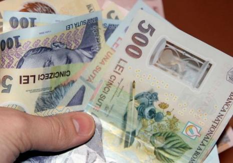 """Doi escroci prin metoda """"Accidentul"""" au fost prinși, unul e căutat de Poliţie. Paguba depășește 26.000 euro numai în Oradea"""