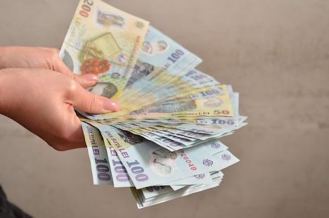 Casiera unei firme din Oradea, acuzată că a furat aproape 150.000 de lei din banii companiei