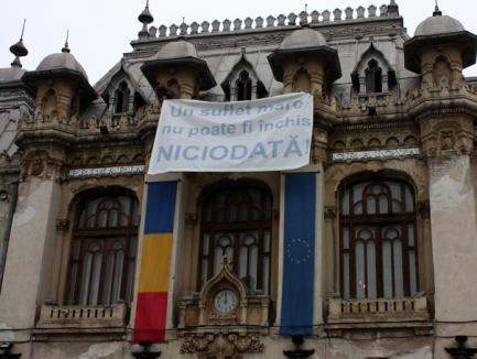 Miting şi afişe pentru primarul arestat (FOTO)