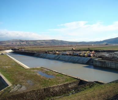 Barajul de la Suplac îşi dovedeşte utilitatea: viiturile cauzate de ploile din ultimele zile au fost atenuate