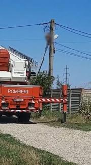 Bărbat electrocutat pe un stâlp, în Cheriu (FOTO / VIDEO)