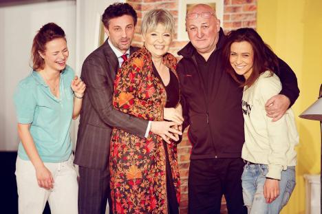 'Un bărbat pentru Sara': Comedie cu Emilia Popescu, Constantin Cotimanis şi Andi Vasluianu, la Oradea