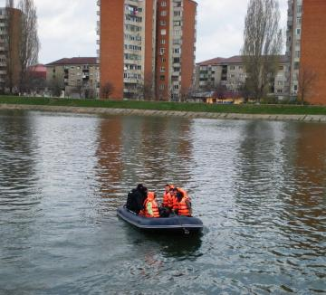 De Ziua Dunării, orădenii se pot plimba gratis cu barca pe Criş