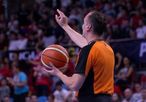 Începe finala Ligii Naţionale de baschet: Primul duel dintre CSM CSU Oradea şi CSM Steaua EximBank are loc azi, de la ora 20