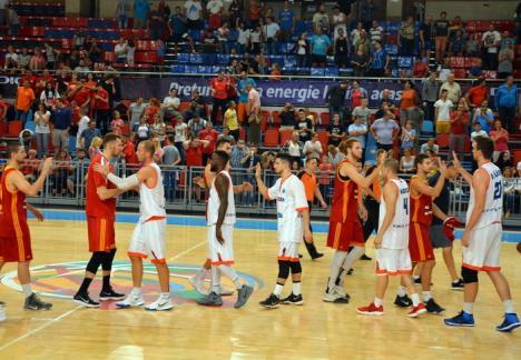 Baschetbaliştii de la CSM CSU Oradea s-au impus la limită în ultimul meci amical din presezon