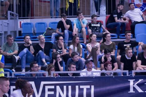 Baschetbaliştii de la CSM CSU Oradea i-au învins încă o dată pe cei de la U BT Cluj Napoca (FOTO)