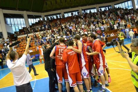 Înfrângere la 19 puncte pentru orădeni în jocul al doilea al finalei Ligii Naţionale de baschet masculin