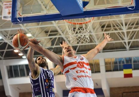 Meci facil, luni, pentru baschetbaliștii orădeni: CSM CSU - Dinamo