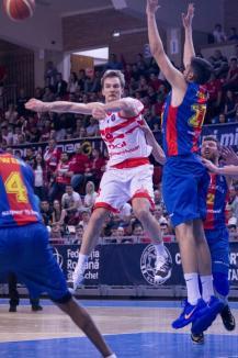 Joc slab, a doua înfrângere consecutivă pentru baschetbaliștii orădeni: CSM CSU Oradea – Steaua 68-82 (FOTO)