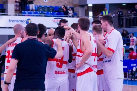 Baschet: CSM CSU s-a impus cu 74-70 în disputa cu BC SCM Timişoara (FOTO)