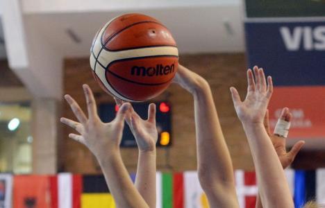 Universitatea CSM Oradea a suferit primul eşec din faza semifinală a Ligii I