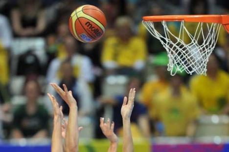 Universitatea CSM a câştigat jocul cu Rapid Bucureşti, la o diferenţă de zece puncte