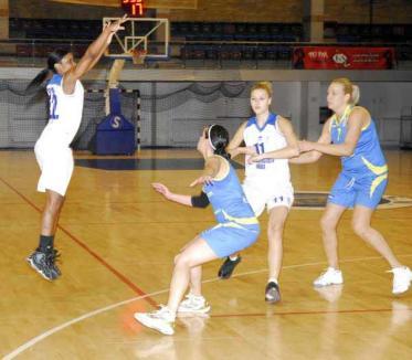 Victorie pe teren propriu pentru baschetbalistele de la CSM Universitatea