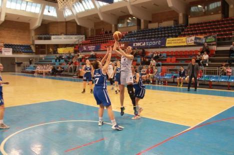 Baschetbalistele de la U CSM Oradea, la cea de-a patra înfrângere consecutivă (FOTO)