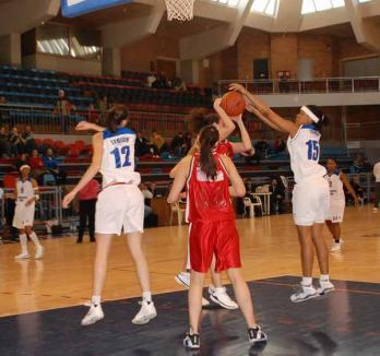 Baschetbalistele de la CSM Universitatea au câştigat restanţa de la Bucureşti, cu Sportul Studenţesc