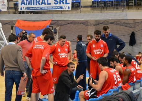 Baschetbaliştii de la CSM CSU Oradea încearcă reabilitarea în faţa liderului