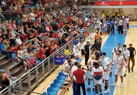 Baschetbaliştii de la CSM CSU Oradea au câştigat primul meci din playoff