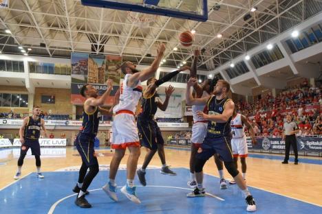 Meci acasă: Campionii de la CSM Oradea joacă, duminică seara, cu CSU Sibiu