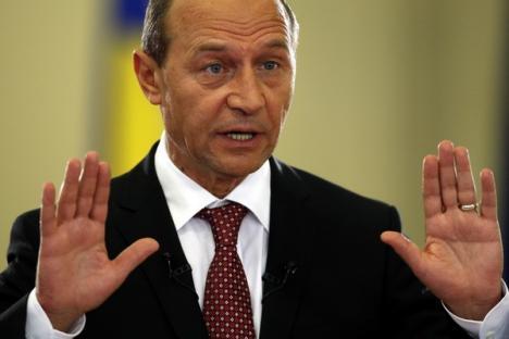 Preşedintele Traian Băsescu le cere politicienilor să nu-l implice în disputele din USL