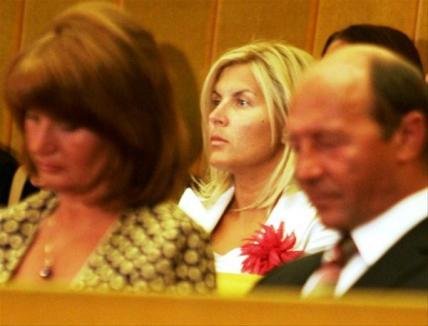 WikiLeaks dă de gol femeile lui Băsescu