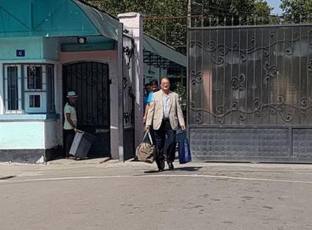 Fratele lui Traian Băsescu a ieşit din puşcărie. Cam repede…