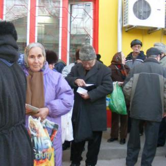 Voluntarii Ruhama ajută bătrânii Oradiei