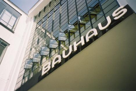 Muzeul sărbătoreşte curentul Bauhaus printr-o expoziţie a artiştilor maghiari