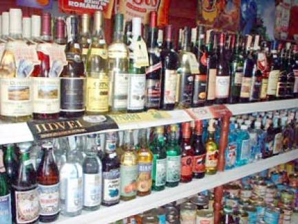 Un hoţ care a golit două baruri de băuturi şi ţigări, reţinut de poliţişti