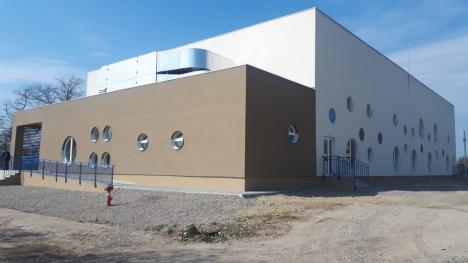 Bazinele de înot de la Săcueni au fost finalizate. Cum arată investiţia de 5,4 milioane lei (FOTO)