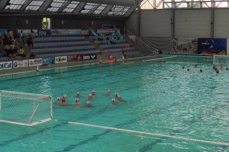 O victorie şi două înfrângeri pentru CS Crişul Oradea, la primul turneu al Campionatului Naţional de polo pe apă feminin