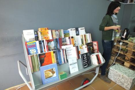 Tinerii orădeni au profitat de librăria de-o zi Cărtureşti (FOTO)