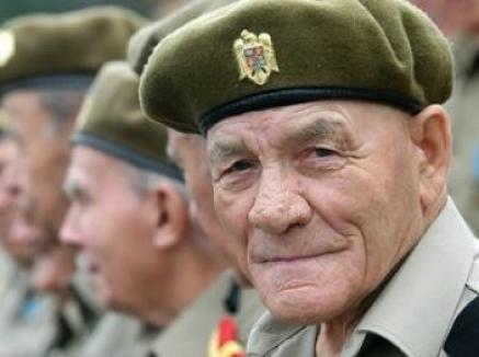 Boc, Igaş, Oprea şi directorul SRI, reclamaţi penal pentru diminuarea pensiilor militarilor