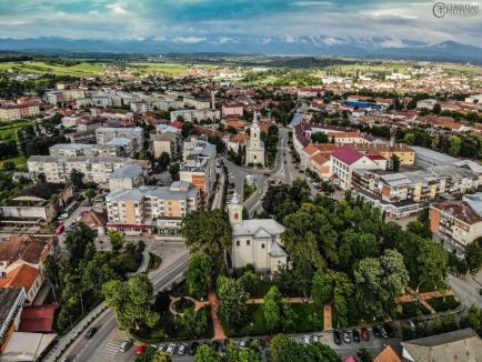 Numărul cazurilor de Covid-19 din toate oraşele şi comunele din Bihor, publicat în premieră.Trei comune sunt marcate cu 'alertă'