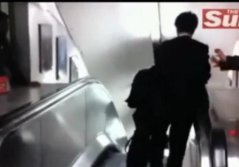 Beat criţă, un japonez a încercat minute în şir să coboare scările rulante care urcau (VIDEO)