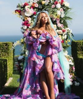 Beyonce a publicat prima fotografie cu gemenii Sir şi Rumi